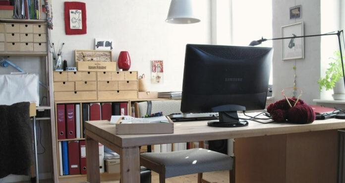 Veja nesta matéria como melhorar seu home office, deixando-o mais funcional, produtivo e agradável. Dicas fáceis e rápidas para deixar o seu escritório melhor arrumado tornando o trabalho mais produtivo.
