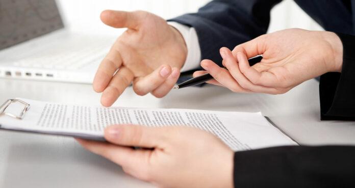 Veja neste artigo quais são os principais itens a serem analisados na Circular de Oferta de Franquia – COF, um dos instrumentos jurídicos mais importantes desse modelo de negócio, que regulamenta as condições do relacionamento entre a empresa franqueadora e o franqueado.